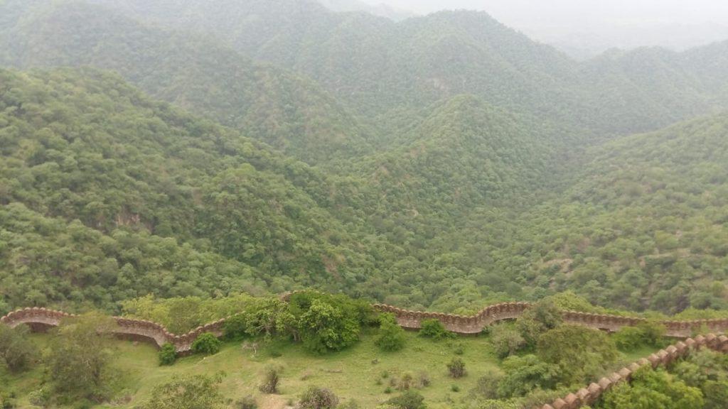 The wall of Kumbhalgarh fort