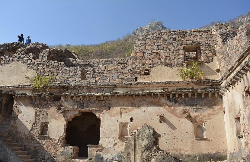 Bhangarh fort: ruins